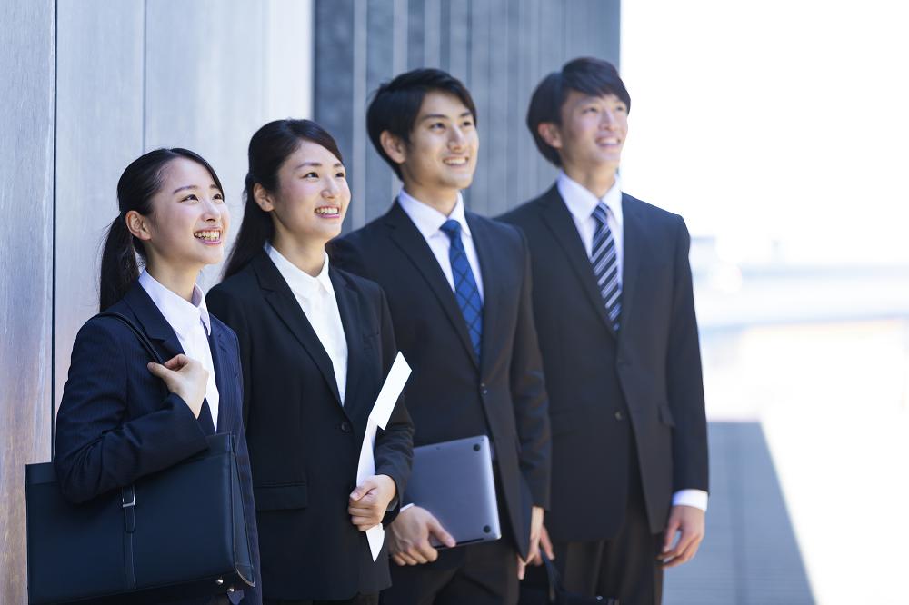 【中小企業の事業承継】圧倒的な力を持つ後継者の育成方法「後継者候補が新卒で入社する会社選び」のサムネイル